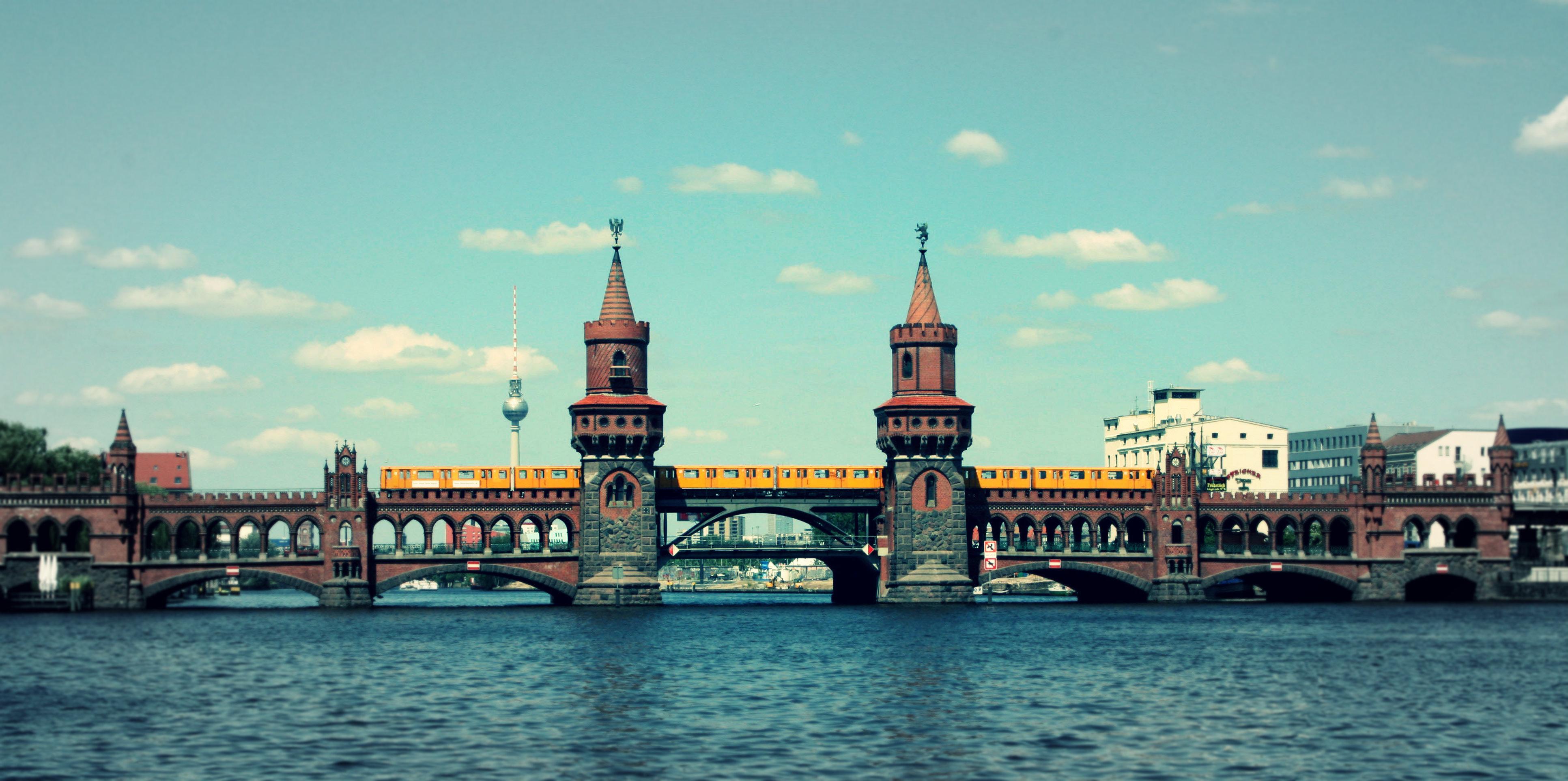 Oberbaumbrücke_mit_U-Bahn_v1